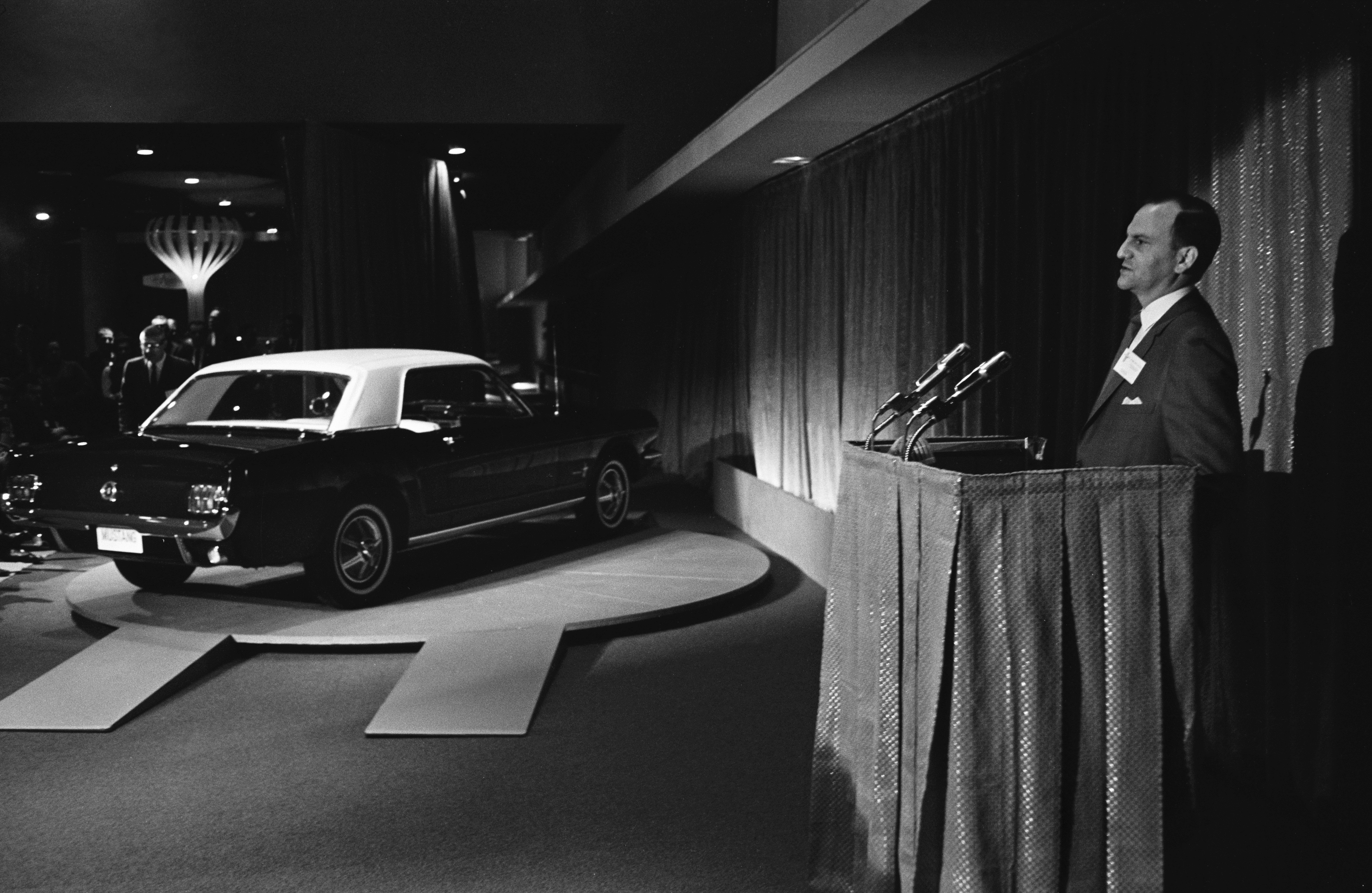 1964_worlds_fair_ford_mustang_introduction_lee_iacocca_neg_138322-234